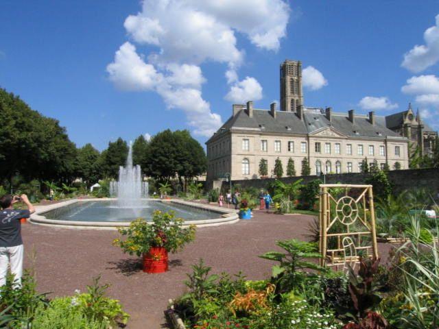 The Evêché gardens