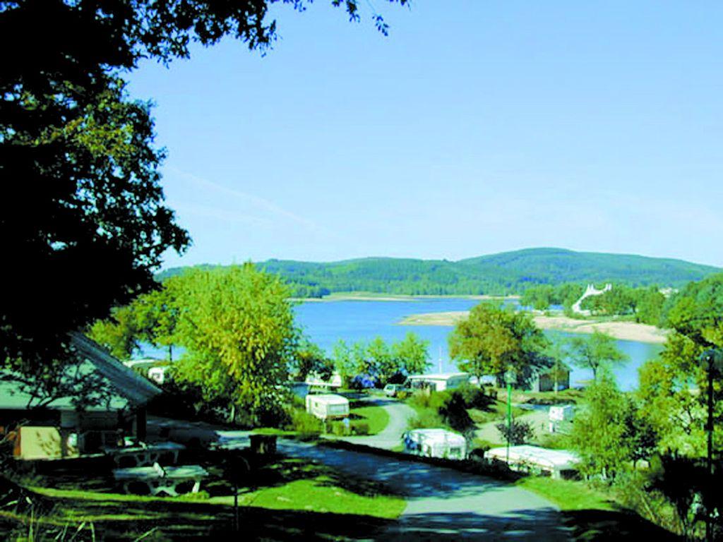 Photo Camping Les Terrasses du Lac- ROYERE DE VASSIVIERE