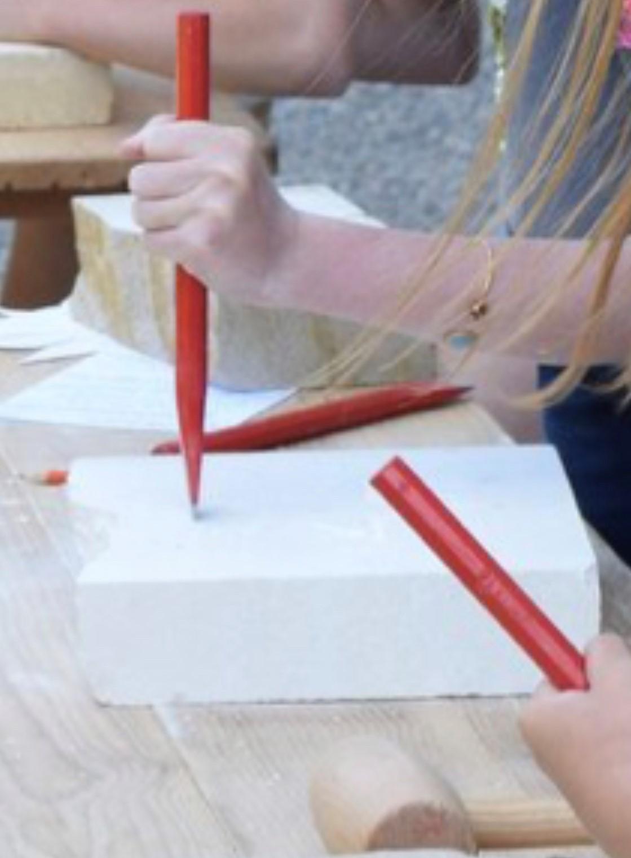 Atelier-de-l'été-:-Taille-de-pierre
