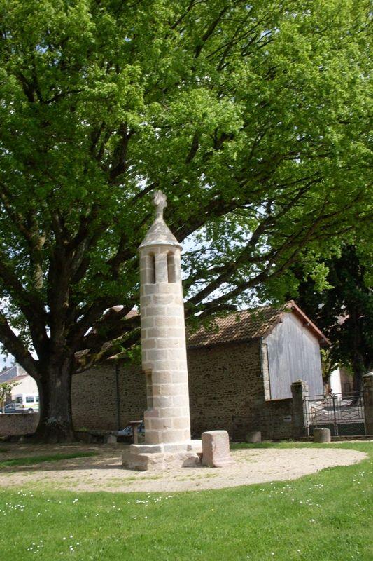 Les deux chênes du square de la lanterne à Rancon