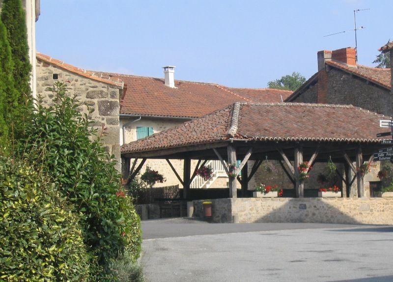 La halle de Saint-Pardoux