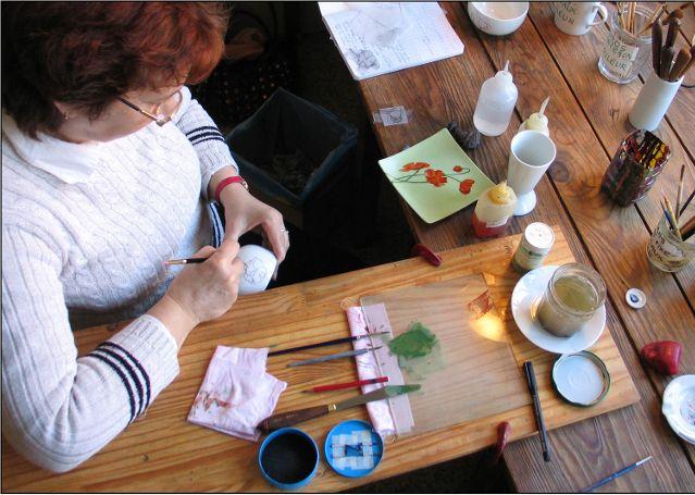 Halte créative en Limousin : Peinture sur porcelaine à Limoges, berceau de cet art traditionnel